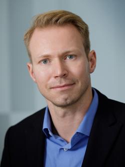 Stephan Anhalt Headshot